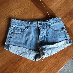 Volcom denim shorts size 3 stone rolled shorty